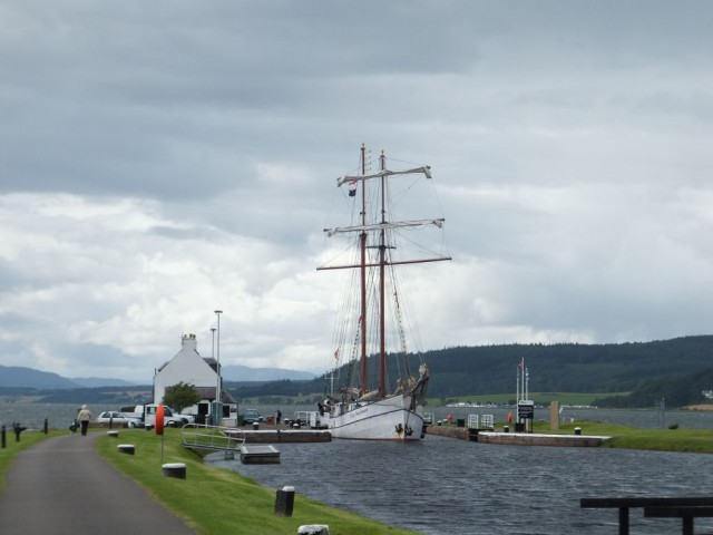 entrance-of-caledonian-canal